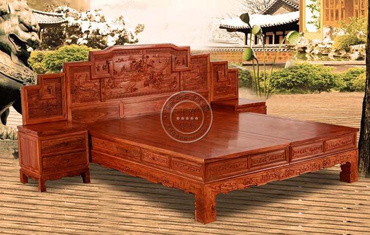 香河榆木古典家具卧室双人床,精细做工,立体生动,整体造型简单优美大气,雕刻虎腿,枝蔓,代表权威,力量,威慑力,寓意虎虎生威等类似的。此款双人床健康环保,均采北京首邦绿色环保漆,是家庭、会所的首选绿色产品,带给家人一个安全的环境,带给自己一份放心选择,香河榆木古典家具卧室双人床咨询热线:400-8345-900